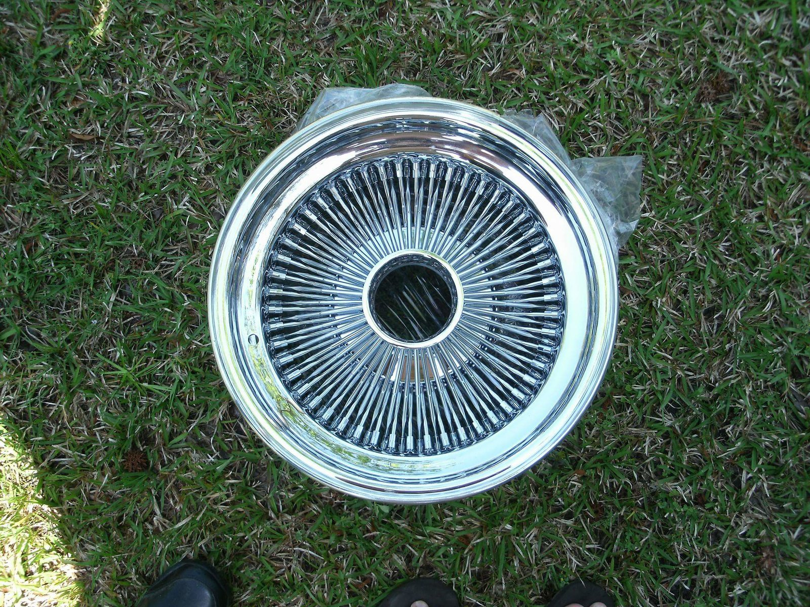 15x7 Wire Wheels with Green Caddy Caps & adapters! $750 plus ...
